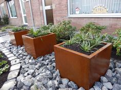 Corten steel plate is a commonly used material for making flower pots. It is mainly desirable, durable, and adds industrial flavor. Metal Planters, Planter Pots, Steel Sheet, Corten Steel, Steel Plate, Flower Pots, Plates, Industrial, Lawn