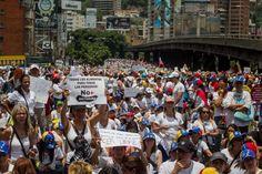 """<p>La organización Venezuela Awareness Foundation (VAF) señaló hoy que con la detención y procesamiento de cientos de civiles por parte de la justicia militar venezolana en el central estado de Carabobo, el país caribeño ha entrado en """"etapa oscura de violación a los derechos humanos"""".</p>"""