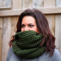 Cozy and Warm Crochet Infinity Scarf ::Free Pattern::