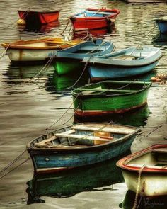 Row Boats On Water Reflection Photography Wallpapers) Muse Kunst, Foto Hdr, Pretty Pictures, Cool Photos, Inspiration Artistique, Boat Art, Old Boats, Muse Art, Wooden Boats