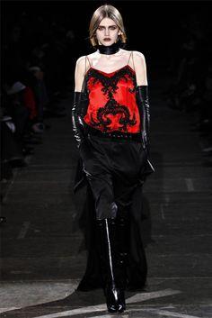 Givenchy Parigi - Collections Fall Winter - Shows - Vogue. Dark Fashion, I Love Fashion, High Fashion, Fashion Show, Fashion Design, Gothic Fashion, Jacqueline Kennedy Onassis, Total Black, Runway Fashion