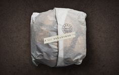Simplicidade na identidade e embalagem para a Breadshop