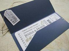 Otra ingeniosa idea es imitar boletos de avión de primera clase. Invitaciones de boda. Imagen: Etsy