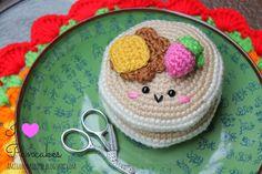 Kijk wat ik gevonden heb op Freubelweb.nl: een gratis haakpatroon van Amigurumi Food om deze pancakes te haken https://www.freubelweb.nl/freubel-zelf/gratis-haakpatroon-pancakes/