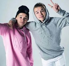 cutie 💕 Marcus & Martinus 💎❤ on We Heart It Best Backrounds, Mike Singer, Dream Boyfriend, Love U Forever, Youtuber, Celebs, Celebrities, Hooded Jacket, Hot Guys