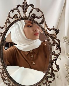 Hijab Style Dress, Casual Hijab Outfit, Muslim Fashion, Hijab Fashion, Fashion Outfits, Hijabi Girl, Girl Hijab, Classy Aesthetic, Aesthetic Girl
