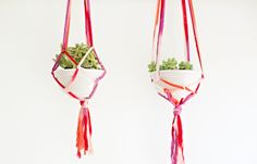 make easy kid friendly macrame planters Diy Hanging Planter, Diy Planters, Hanging Plants, Fun Arts And Crafts, Easy Crafts, Easy Diy, Diy Interior, Macrame Plant Hanger Patterns, Creative Activities For Kids