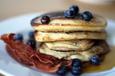 An American breakfast, but this site shows you photos of traditional breakfast in 50 countries. Breakfast Around The World, Breakfast In Bed, Breakfast Pancakes, Morning Breakfast, Pancakes And Bacon, Pumpkin Pancakes, Blueberry Pancakes, Food Porn, American Breakfast