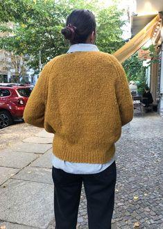 Dieser kuschelige, extrem flauschige Pullover aus Baby Alpakawolle ist das Schönste, was Du Dir zur kalten Jahreszeit gönnen kannst! Handgestrickt un… Handgestrickte Pullover, Baby, Men Sweater, Winter, Sweaters, Fluffy Sweater, Breien, Winter Time, Men's Knits