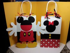 Minnie Mouse Mickey Mouse inspired party favor bags, minnie and mickey birthday on Etsy, $22.50 Fiesta Mickey Mouse, Minnie Mouse Cake, Mickey Birthday, Mickey Mouse Clubhouse Birthday, Mickey Party, Mickey Mouse Parties, Speed Internet, Favor Bags, Gift Bags