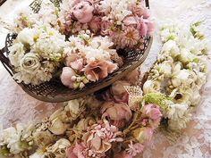 フラワーコサージュ(ピンク) - イギリスとフランスのアンティーク   バラと天使のアンティーク   Eglantyne(エグランティーヌ)