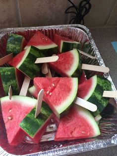 The ultimate guide to DIY party ideas from July - Twins Dish Simple DIY July party ideas for serving fruit. Place watermelon triangles on a summer party ideas that everyone can make - a crazy houseT. End Of Year Party, End Of School Year, 4th Of July Party, Middle School, Patriotic Party, Summer School, Party Time, Movie Night Party, Fourth Of July Food