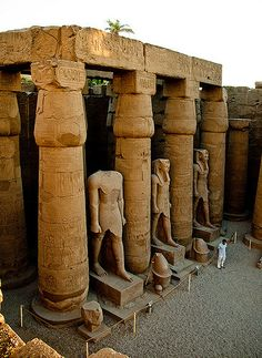 The Great Court of Ramesses II BC) Luxor temple Egipto. Ancient Egyptian Art, Ancient Ruins, Ancient Artifacts, Ancient History, Egyptian Mythology, Egyptian Symbols, Egyptian Goddess, European History, Ancient Greece