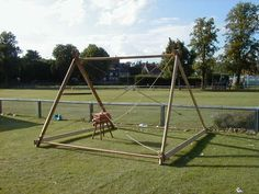 """what's with the cross-ropes? Look at those ground- level boards and poles.we always sank ours into the ground and it was still a tripping hazard """"How to build Viking tents"""" Viking Tent, Viking Camp, Viking Life, Camping Survival, Survival Prepping, Emergency Preparedness, Larp, Viking Reenactment, Shelter Tent"""