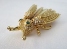 Made by Fashionettes, Miami. Trembler brooch, because the wings are on a little springs, that cause them to jiggle. Textured metal wings. I am not an expert in any field and so I can only provide you with information based solely on my visual inspection. | eBay!