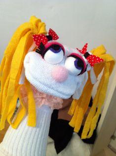 ...מתוך פורום אומנות הטכסטיל והליבוד: שבוע הבא אני מעבירה סדנת בובות גרב לתלמידי תיכון לאומנויות בנווה שלום. אז את הבוקר שלי העברתי ביצירה של בובות גרב שישמשו השראה Cute Kids Crafts, Creative Activities For Kids, Puppet Crafts, Sock Crafts, Sock Puppets, Hand Puppets, Cookie Monster Puppet, Puppets For Kids, Puppet Patterns