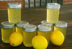 This Lemon Jelly with a Hint of Vanilla Canning Recipe is just the spreadable goodness to bring a zesty tangy sweet zing to your morning breakfast toast, E condiments Jelly Recipes, Jam Recipes, Canning Recipes, Lemon Jelly Recipe, Recipies, Cooker Recipes, Soup Recipes, Chutneys, Breakfast Toast