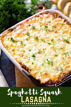 This delicious lasagna is made healthy with spaghetti squash! Spaghetti Squash Lasagna is a great low carb recipe that still gives you all the flavor of lasagna. It's a hit with the family and leaves you feeling good! Spagetti Squash Casserole, Spaghetti Squash Lasagna, Lasagna Casserole, Spagetti Squash Spagetti, Casserole Recipes, Healthy Lasagna, Veggie Lasagna, Keto Lasagna, Weight Watchers Spaghetti Squash Recipe