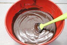 A ganache vagy párizsi krém a cukrászatban az egyik alapvető és az egyik legfinomabb krém. Ganache krém készítése és fajtái.