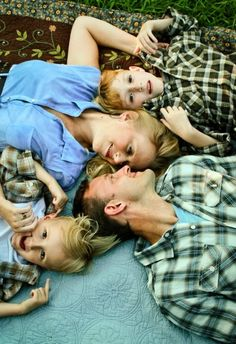 How to Prepare for Fabulous Family Pictures {family pictures} - Home Stories A to Z
