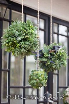 Top 40 Green And White Christmas Decoration Ideas Christmas Celebrations Noel Christmas, Green Christmas, Outdoor Christmas, Rustic Christmas, All Things Christmas, Winter Christmas, Christmas Wreaths, Christmas Crafts, Christmas Balls