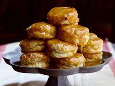 These honey-butter topped biscuits are the best in the world. Eat em while they're hot. Honey Butter Biscuits, Buttermilk Biscuits, Homemade Biscuits, Homemade Rolls, Best Biscuit Recipe, Serious Eats, Thanksgiving Recipes, Thanksgiving Sides, Just In Case