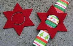 napkin-falten_coole-idea-for-Tischdeko-christmas-with-napkin rolled - XMas Christmas Projects, Felt Crafts, Holiday Crafts, Felt Diy, Noel Christmas, All Things Christmas, Christmas Ornaments, Deco Table Noel, Christmas Napkins
