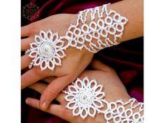 A Power of Pomegranate Cotton, beads Tatting Earrings, Tatting Jewelry, Crochet Jewellery, Needle Tatting, Tatting Lace, String Crafts, Diy Crafts, Crochet Fashion, Cross Stitching