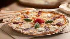 Un sabor sofisticado que no podrás olvidar. Nuestra apetitosa #pizza #Caprina lleva #tomate, #mozzarella, #rulo de #cabra, #jamón de #pato y #albahaca http://www.latagliatella.es/menu/le-pizze-pizzas/