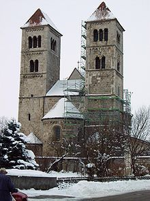 The Basilica of St. Michael was built from 1180 to 1220 as the parish church of the later Old City (Altenstadt) called Ursiedlung of Schongau in Bavaria . The late Romanesque Tuffsteinbau is almost completely preserved in its medieval form or highly restored.