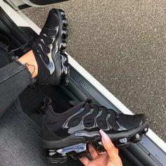 Plus Solid Color Burgundy Sneakers Cute Nike Shoes, Cute Sneakers, New Sneakers, Casual Sneakers, Sneakers Fashion, All Black Sneakers, All Black Nike Shoes, Colorful Sneakers, Sneakers Women