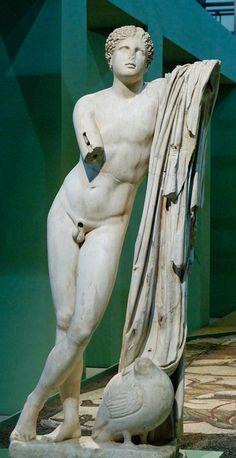 Pothos, es una escultura de Scopas, fechado en el año 330 aC y sforma parte de una serie de réplicas de mármol romano -Montemartini central de los Museos Capitolinos de Roma.