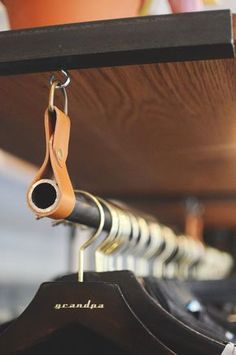 Heimwerker-Tipps on a stylish clothes hanger - / Diy Interior, Ikea Hack, Leather Working, Leather Craft, Clothes Hanger, Hangers, Stylish Outfits, Stylish Clothes, Diy Furniture