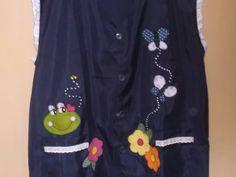 Avental para professora, confecção MK confecções tamanho exg,ul marinho, aplique de sapinho, flores e borboleta, aplique de botão fantasia de abelha. Avental em jersey com detalhes de lesie. Peça única. Elegancia, delicadeza, criatividade e exclusividade. Arte & Reparty R$ 40,00