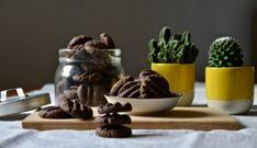Kakaové sušenky s kokosem - TASTE Actually Crinkles, Dog Food Recipes, Stuffed Mushrooms, Vegetables, Cookies, Stuff Mushrooms, Crack Crackers, Vegetable Recipes, Veggie Food