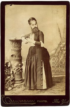 Born with a rare genetic mutation, little Josephine Boisdechêne, by the age of eight, already sported a beard two inches long. By the time she was fourteen, her Swiss father was accompanying her on Eu Vintage Pictures, Old Pictures, Old Photos, Vintage Carnival, Vintage Circus, Rare Photos, Vintage Photographs, Vintage Oddities, Sideshow Freaks
