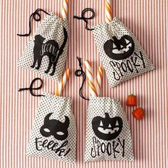 These Animal Masquerade Burlap Treat Bags from Martha Stewart Crafts are perfect for handing out favors to your party guests. The drawstring bags are printed with jack-o'-lanterns, a black cat and a bat mask. Finished size x set of Halloween Gift Bags, Fete Halloween, Holidays Halloween, Spooky Halloween, Halloween Treats, Halloween Decorations, Halloween Fabric, Bottle Decorations, Halloween Goodies