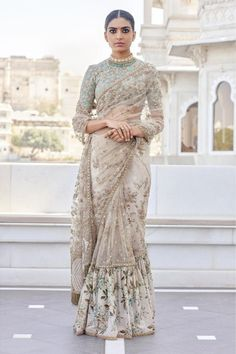 What does that beautiful Sabyasachi Saree Cost? I know I have which is why every time Sabyasachi launches a new collection, I start hunting for Sabyasachi Saree Cost in a frenzy. Pakistani Dresses, Indian Sarees, Indian Dresses, Silk Sarees, Outfits Primavera, Indian Wedding Outfits, Indian Outfits, Indian Clothes, Sabyasachi Collection