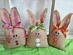Legende Easter bunny rabbit burlap Easter basket decoration – 3 piece bunny set by SheriSewSweet Burlap Easter decor - Dekoration Site / 2019 Easter Gifts For Kids, Easter Crafts, Easter Decor, Bunny Face, Diy Ostern, Basket Decoration, Spring Crafts, Easter Baskets, Easter Bunny