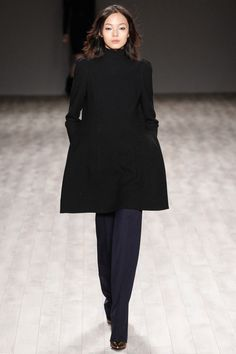 Jill Stuart NYFW Fall 2014 collection: Loving the coat on this gorgeous model #jillstuart #nyfw #mbfw