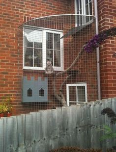 If I had a house and a cat, I would totally have something like this. Only my luck is the kitty would find a way out. =(