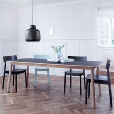 Pause matbord, svart/ek – Woud – Köp online på Rum21.se