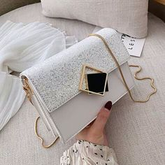 Stylish Handbags, Fashion Handbags, Purses And Handbags, Fashion Bags, Luxury Purses, Luxury Bags, Sacs Design, Trendy Purses, Stylish Backpacks