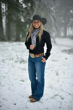 """Pretty """"real life"""" cow girl in an awesome pair of jeans that really suit her! Country Girl Outfits, Western Outfits Women, Hot Country Girls, Country Girl Style, Country Women, Country Fashion, Teen Girl Outfits, Cowgirl Outfits, Cowgirl Clothing"""