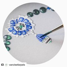 #Repost @vancleefarpels (@get_repost) ・・・ Van Cleef & Arpels introduces a new treasure from the Emeraude en Majesté collection, the Azuré Necklace. This piece combines exceptional stones and feminity, qualities which are important to the Maison. #TreasureByVCA