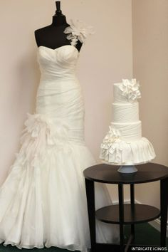 A fashion-forward wedding cake inspired by a Martina Liana bridal gown. Created by Intricate Icings Cake Design. Icing Cake Design, Cake Designs, Pretty Cakes, Beautiful Cakes, Amazing Cakes, Wedding Dress Cake, Wedding Cakes, Couture Cakes, Fancy Cakes