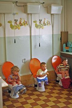 Thomas Hoepker, Kindergarten in Friedrichshain, Berlin (Ost), 1975    Zupełnie jak w moim żłobku