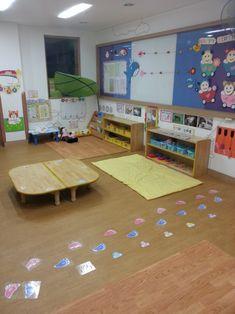 [어린이집 정보]주간계획안 보는법,영역구성,하루일과 지도방법 : 네이버 블로그 Classroom Setting, Poker Table, Kids Rugs, Furniture, Home Decor, Decoration Home, Kid Friendly Rugs, Room Decor, Home Furnishings