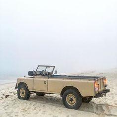 Foggy beach sesh in the 109 #roversofnantucket #Landrover #landroverusa #Series…