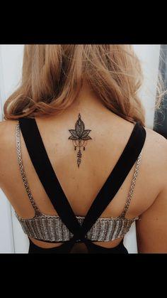 Tattoos on back – Tattoos And Mini Tattoos, Girly Tattoos, Pretty Tattoos, Small Tattoos, Feminine Back Tattoos, Tattoos Motive, Arrow Tattoos, Body Art Tattoos, Yoga Tattoos